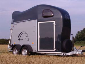 pferdeanh nger test auf mit pferden reisen cheval libert. Black Bedroom Furniture Sets. Home Design Ideas