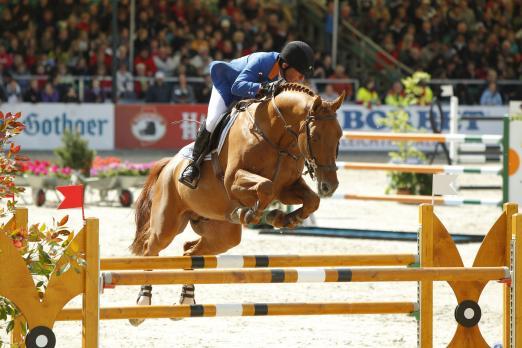 Foto: Gerco Schröder (NED) mit London beim Hardenberg Burgturnier - Fotograf: sportfotos-lafrentz.de