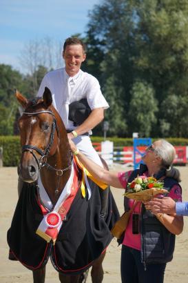 Foto: Überragender Sieger der fünfjährigen Springpferde Coros - Fotograf: Westfälisches Pferdestammbuch e.V.