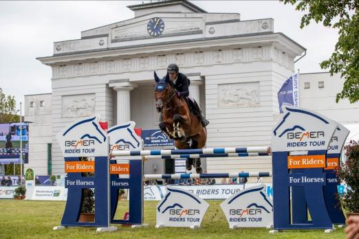 Foto: Die BEMER Riders Tour 2021 - hier David Will und Spring Dark - startet im April bei Horses & Dreams Sport Edition und im Mai beim Pferdefestival Redefin mit den ersten beiden Etappen durch - Fotograf: Stephan Lafrentz