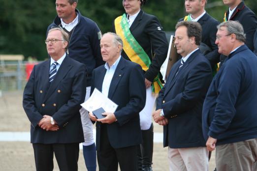 Foto: vlnr: Dr. Matthias Söffing, Präsident des Pferdesportverbandes Rheinland, Peter Lautz (Vizepräsident PSVR) und Rolf-Peter Fuß (Vorstand PVSR) - Fotograf: Maike Jakobi