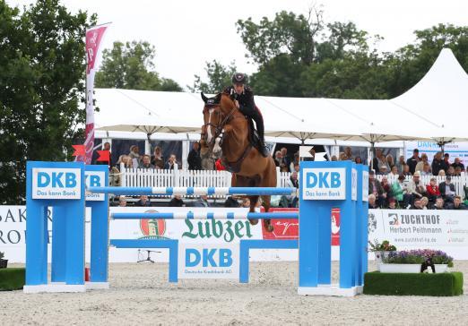 Foto: Emanuele Gaudiano springt mit Chalou und einem mächtigen Satz zum Sieg - Fotograf: Andreas Pantel
