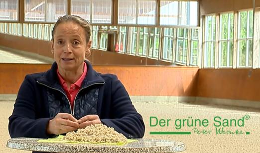 """Foto: Isabell Werth stellt Greensan vor - Fotograf: Firma """"Der grüne Sand"""""""