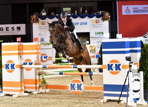"""Foto: Karl-Josef Kückmann machte den """"Pathfinder"""" in der Springprüfung Kl. A in der Halle Münsterland. Mit zwei Pferden kam er zum K+K Cup - Fotograf: Fotodesign Feldhaus"""