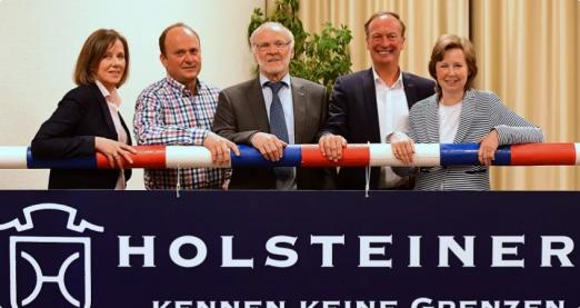 Foto: Der neue Vorstand des Holsteiner Verbandes (v.l.): Kathrin Huesmann, Claus Delfs, Hinrich Köhlbrandt, Thomas Voss und Carmen Hinrichs-Brockmeyer - Fotograf: Bugtrup