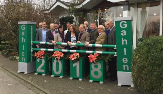 Foto: Freuen sich auf das nationale Hallenreitturnier Gahlen 2018 im Januar - der RV Lippe-Bruch Gahlen und Turniersponsoren - Fotograf: Kerstan-Medien