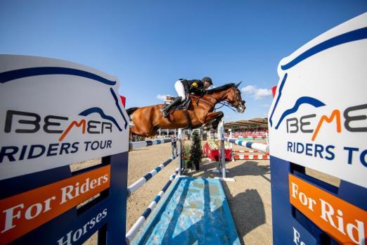 Foto: Nisse Lüneburg und Luca Toni gewannen in Münster die Qualifikation zur BEMER Riders Tour. Der Derbysieger ist auch bei der OWL Challenge in Paderborn dabei - Fotograf: Stefan Lafrentz