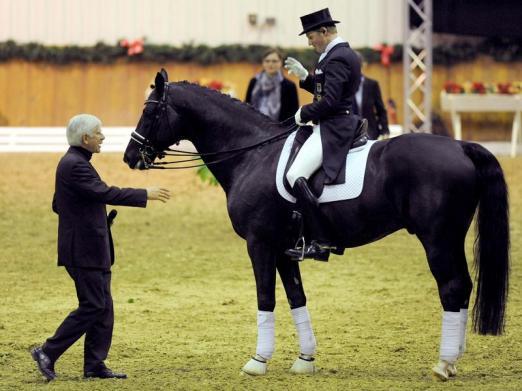 Foto: Paul Schockemöhle (l) ist der Besitzer des Dressurpferdes Totilas - Fotograf: Ingo Wagner - dpa